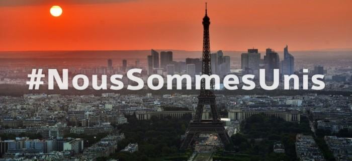 Paris-Nous-Sommes-Unis-Eifelturm-1024x469